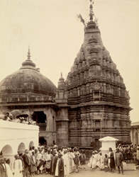 The Vishnupud Temple, Gaya, with Gaywal priests.